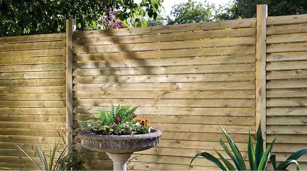 Is your garden fence ready for winter for Garden fence designs uk
