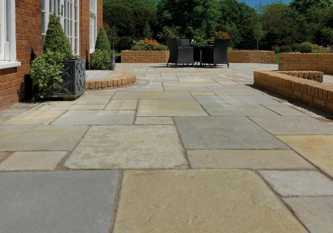Pavestone Tudor Antique Cathedral 15m² Pack