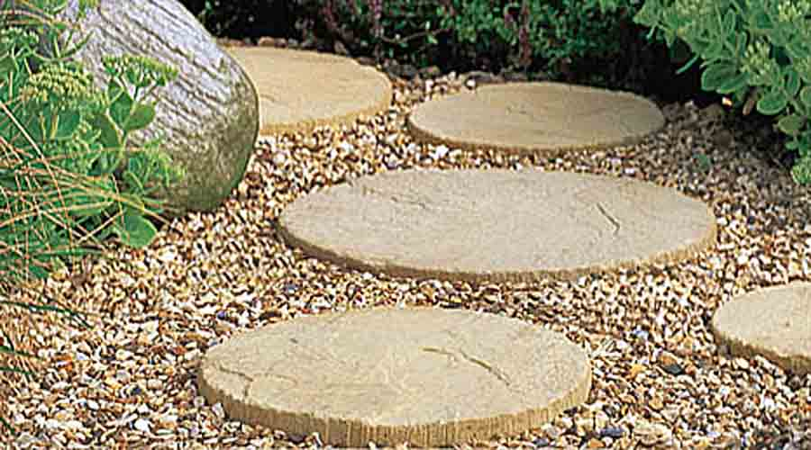 Patio circles and garden stepping stones ideas advice Round wooden stepping stones