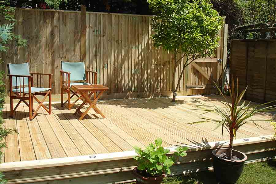 Top garden projects for the spring bank holiday weekend for Garden decking projects